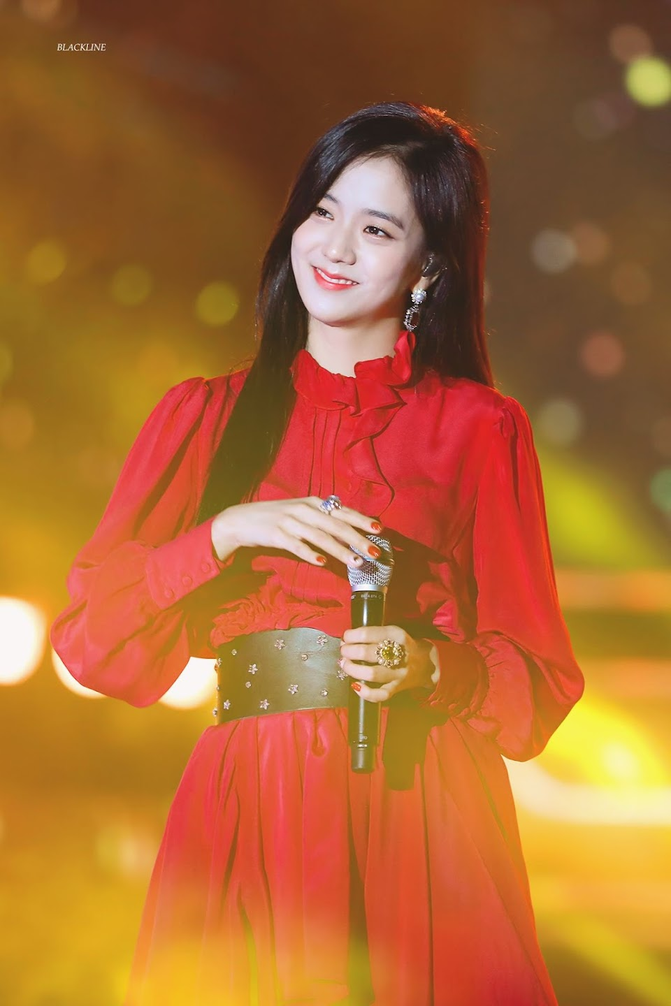 jisoo red 26