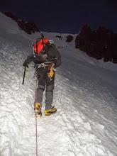 Photo: Al fondo cordadas subiendo al Col del Maudit