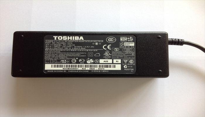 adapter máy tính toshiba: có thể dùng nguồn 100 - 240 Volt