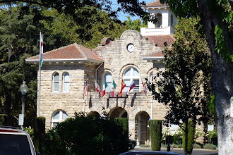 Photo: Sonoma City Hall, all four sides are identical