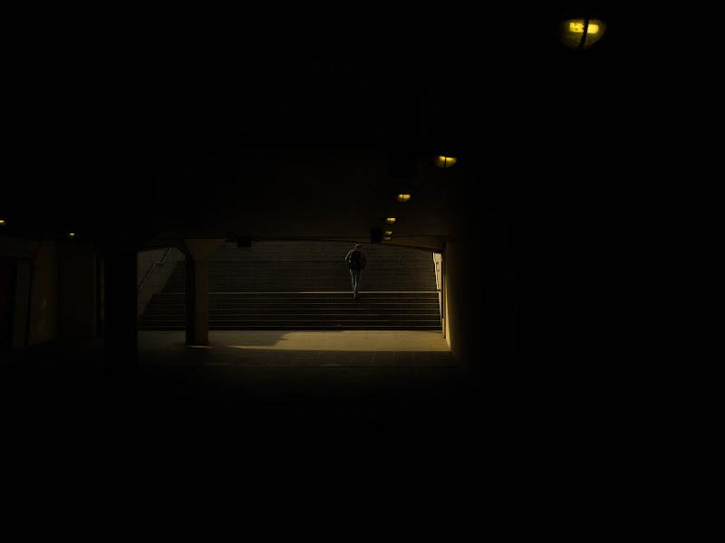 fuori dal tunnel di JohnnyLambrusco