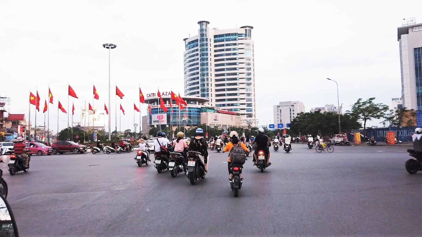 Đường Lề Hồng Phong lung linh về đêm ở Hải Phòng 2