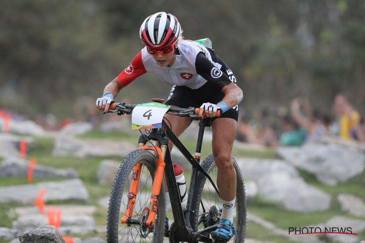 """🎥 Veldrijdster en mountainbikester Jolanda Neff loopt wellicht breuk op: """"Het lijkt erop dat ik mijn hand gebroken heb"""""""
