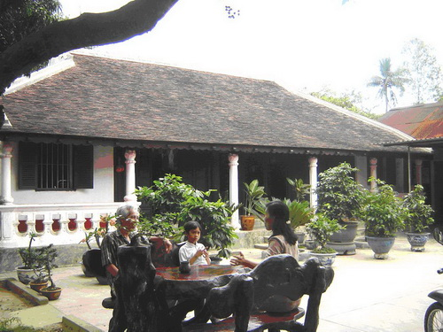 Chiêm ngưỡng nghệ thuật sắp đặt và triết lý vũ trụ luận trong nhà vườn xứ Huế