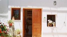 El restaurante se encuentra en  Las Alparatas - 04638.