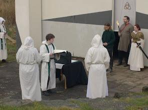 Photo: Der Sünder, der sich zur Läuterung gleich selbst entzünden wird, weil er Magie angewandt hat.