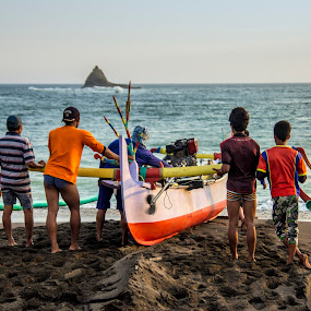 Gotong Royong by Hsn Doel - People Group/Corporate ( trad, beach, transportation, group, people )