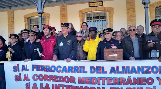 Concentración por la vuelta del ferrocarril al Valle del Almanzora