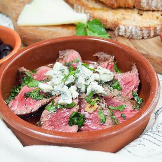White wine marinated steak with blue cheese #SundaySupper