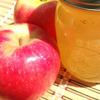 Apple Jelly Canning Low Sugar Recipe and Storage Tips.