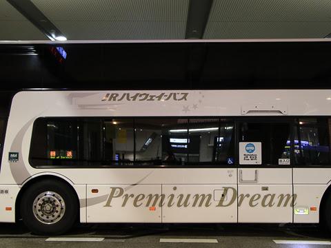 西日本JRバス「プレミアム中央ドリーム342号」 744-0901 大阪駅JR高速バスターミナル待機中 その3