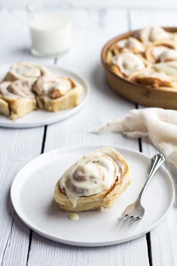 Easy Fluffy Eggnog Cinnamon Rolls Recipe