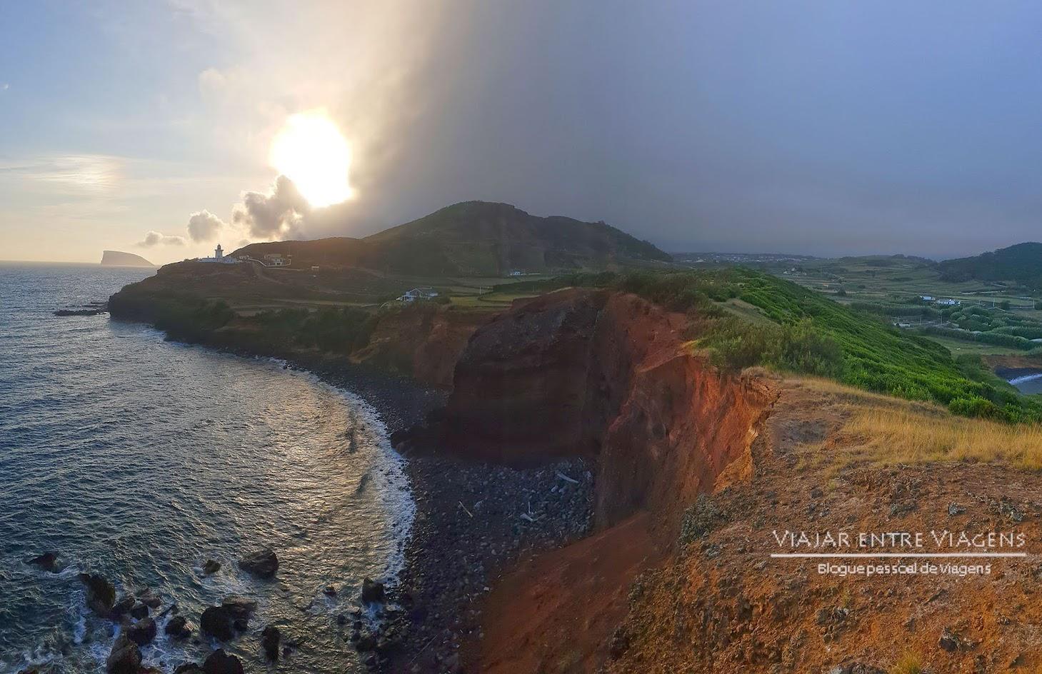 Visitar o Farol da Ponta das Contendas, na ilha Terceira
