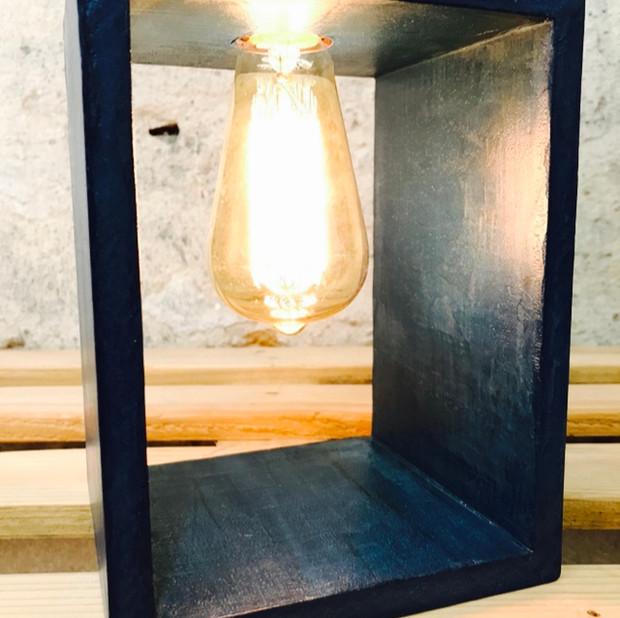 Lampe en forme de boîte