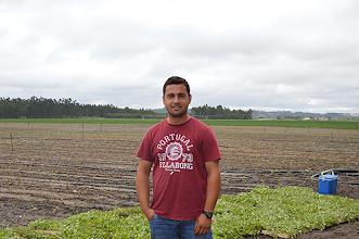 Photo: Vítor Hugo, de 27 anos, arrendou há cerca de um ano um terreno de 37 hectares entre o Campo e a Serra do Bouro
