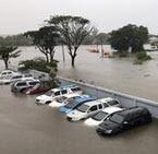 รถยนต์ จม น้ำท่วม สะดือเมืองสกลนคร ต้องกู้หลายวัน
