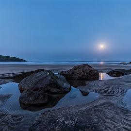 Moonset at Hedvi Beach, Guhaghar, Ratnagiri by Ketan Vikamsey - Landscapes Waterscapes ( moonset, pic of the day, canonusa, wonderful places, natgeoyourshot, lonelyplanet, lonelyplanetmagazineindia, natgeohd, canonphotography, natgeo, photo of the day, kv kliks, mtdc, maharashtra tourism, natgeotravel, national_geographic, travel the world pix, hedvi beach, bbctravels, india tourism, ketan vikamsey, incredible india )