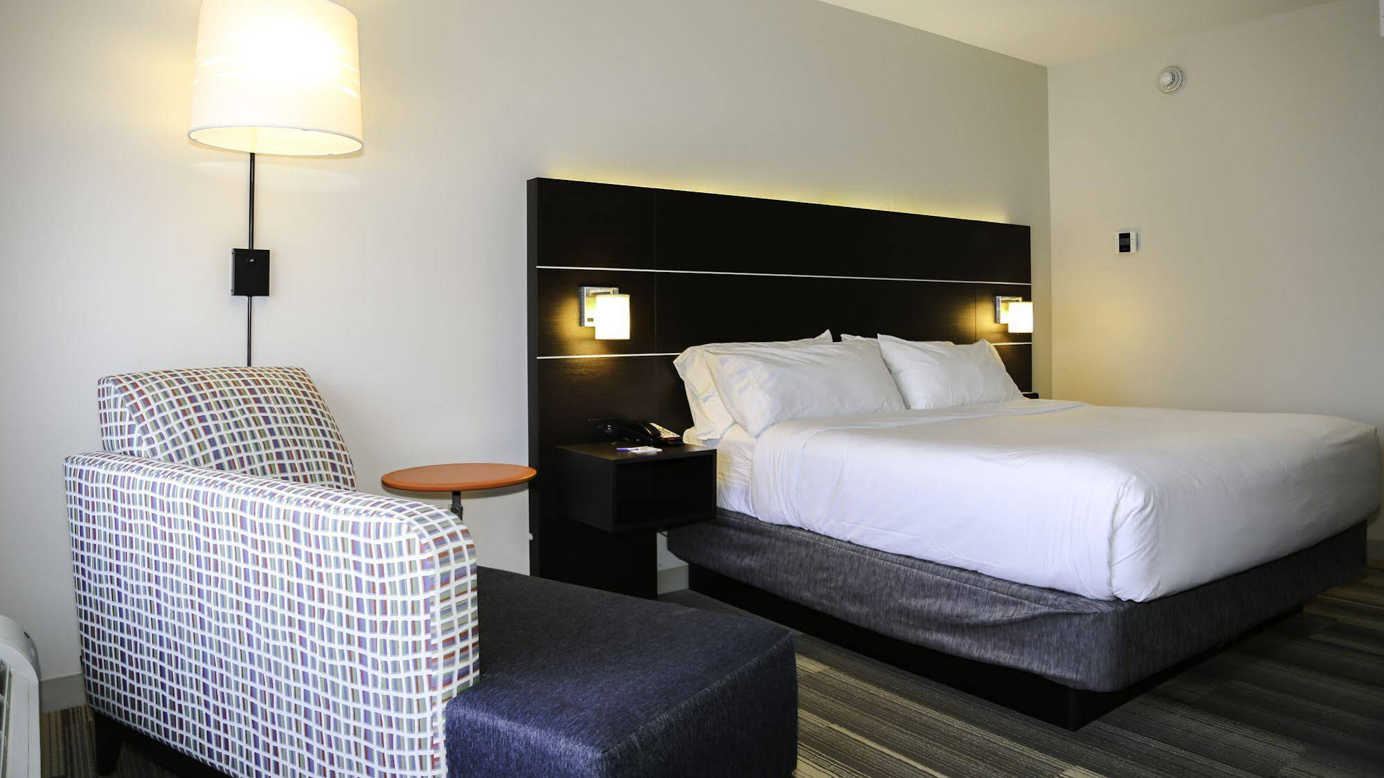 Holiday Inn Express and Suites KingstonUlster