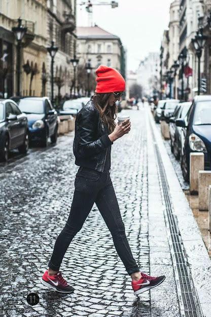 Phối đồ với giày thể thao đỏ đen đen