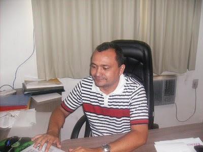 http://4.bp.blogspot.com/_xx30sa0t9NE/TJaeXyWYbyI/AAAAAAAAB6k/WTDog2MC0gc/s400/VEREADOR+NETO+DE+DOMICIO.jpg