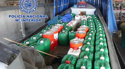 'Petaqueros' venden en alta mar garrafas de gasolina a 500€