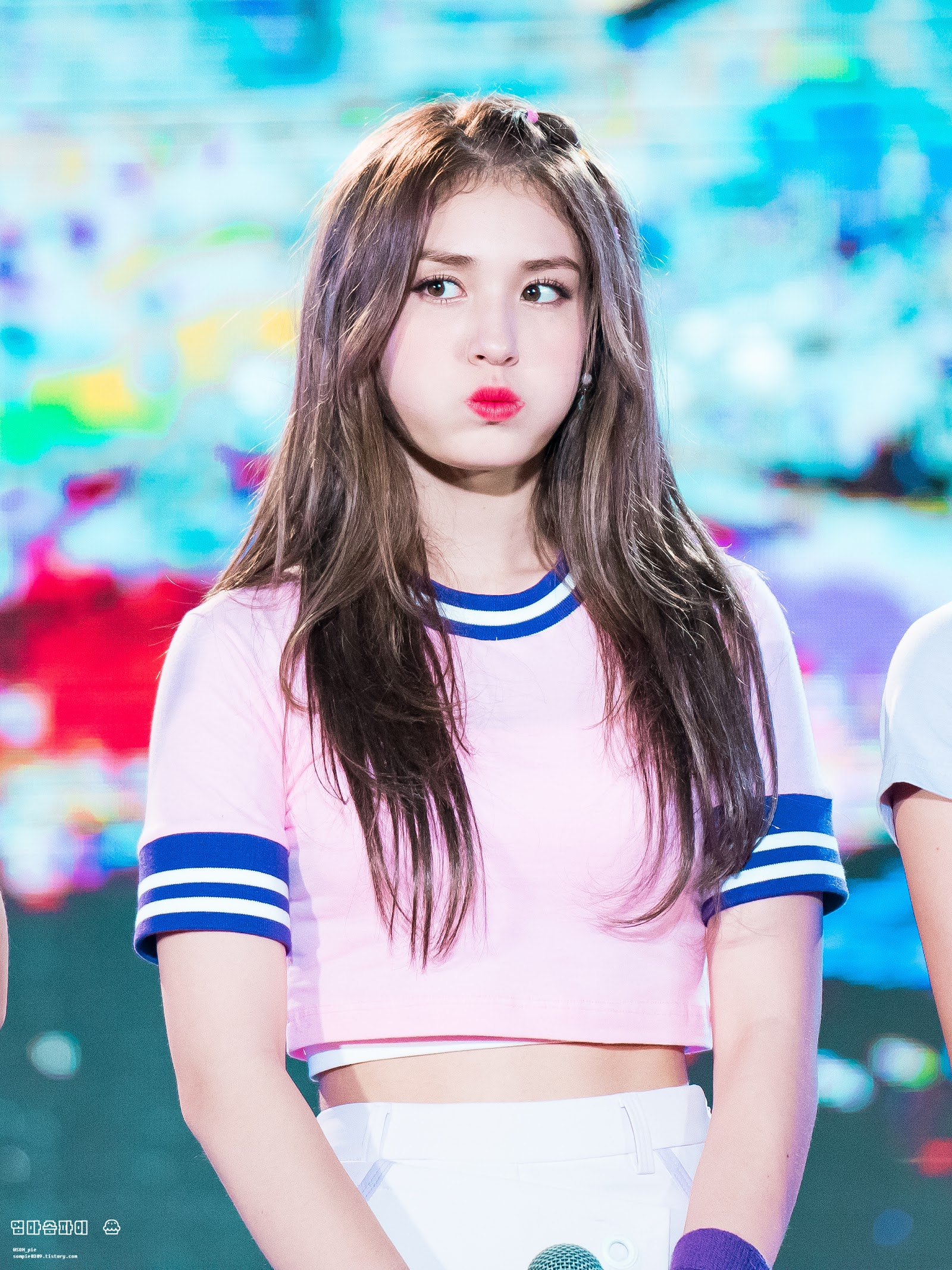 Jeon Somi Just Cut Off Most Of Her Hair