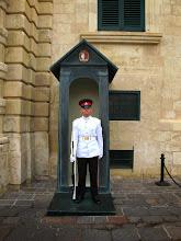 Photo: 242 La Valette, palais présidentiel & chambre députés, garde en faction