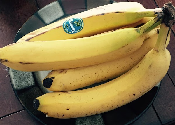 Slice the bananas in to a bowl. Toss with lemon juice. Cover and set...