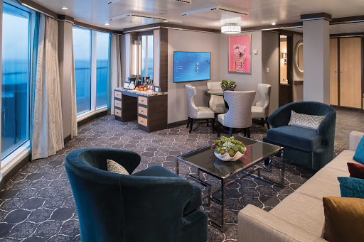 symphony-of-the-seas-AquaTheater-Suite-Deck14-14334-LR.jpg -  Book an AquaTheater Suite on deck 14 for eye-popping views of the Aqua Theater on Symphony of the Seas.
