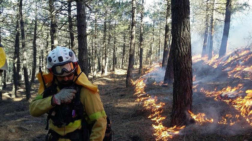 El ejercicio con fuego controlado tuvo lugar en las cercanías de Sierro.