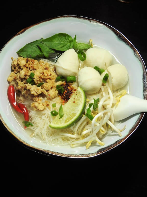 Easy Noodle Soup with Ground Chicken and Fish Balls