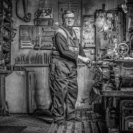 Old man by Dražen Benčević - Black & White Portraits & People ( old, machinning, working, machine, man )