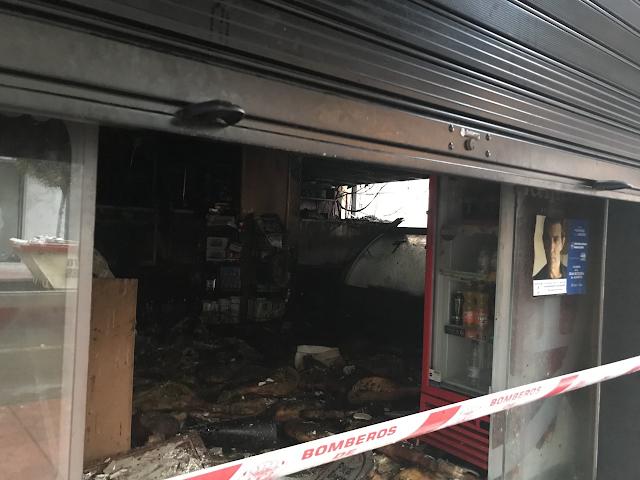 El incendio se inició en el interior de la jamonería Lamarca la madrugada de este martes