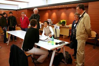 Photo: Laura MARCOLINI legge il portfolio di Lorenzo ZOPPOLATO