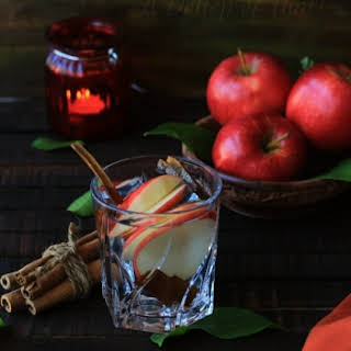 Apple cinnamon Fat Cutter Infused Water With Apple Cider Vinegar.