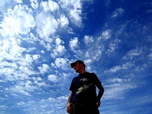 Testa fra le nuvole... di ytse_jam