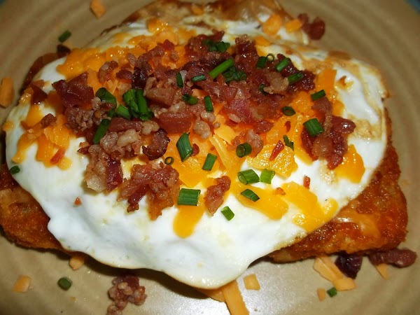 Sprinkle remaining 1 teaspoon cheese, bacon bits and chives on top of egg.