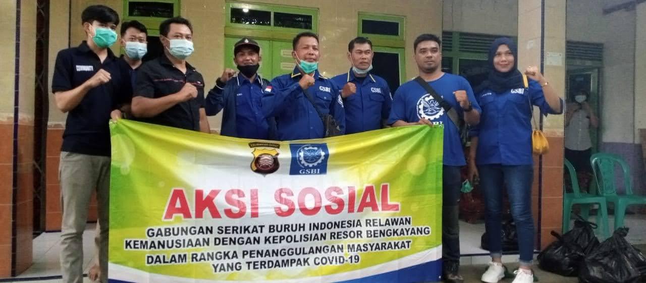 Aksi Sosial Gabungan Serikat Buruh Indonesia (GSBI)Kabupaten Bengkayang Dengan Polres Bengkayang,Kepada Masyarakat Terdampak Pandemi Covid 19