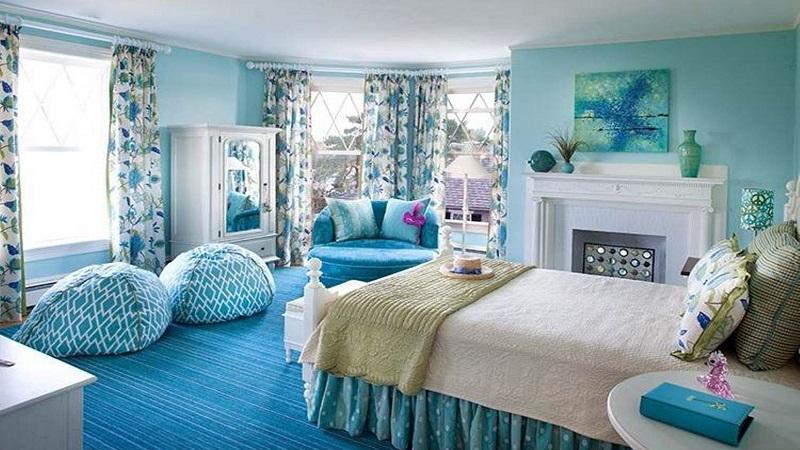 Phòng ngủ được trang trí với màu chủ đạo là xanh da trời