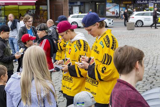 Elokuun viimeisenä päivänä järjestettävässä toritapahtumassa on mukana koko KalPan Liiga-joukkue. (Kuva: Juuso Jonninen)
