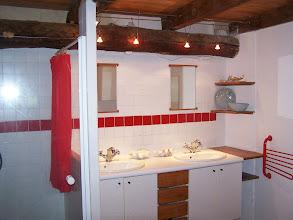 Photo: Salle de douche, 2 lavabos, 1 WC, 1 lave-linge