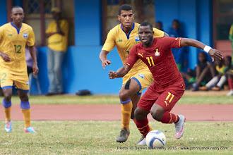 Photo: Quentin Rushenguziminega (10) pursues Wakaso Mubarak (11) [Rwanda Vs Ghana AFCON2017 Qualifier, 5 Sep 2015 in Kigali, Rwanda.  Photo © Darren McKinstry 2015