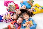 enfants-avec-livres-personnalises