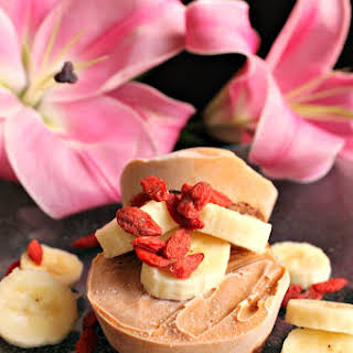 Healthy Raw Banana Cheesecake With Gogi Berries.