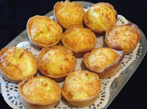 "Pearl Weddle's Pattern for Chess Cakes""These are darling mini coconut chess cakes......"