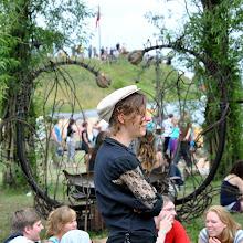 Photo: Laure - devant le banc des amoureux