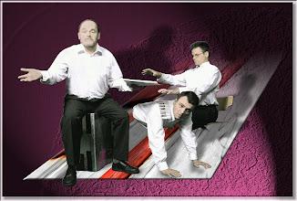 Photo: Drei Männer am Klavier