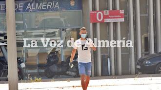 Fran Villalba saliendo del Estadio después de hacerse las pruebas médicas.