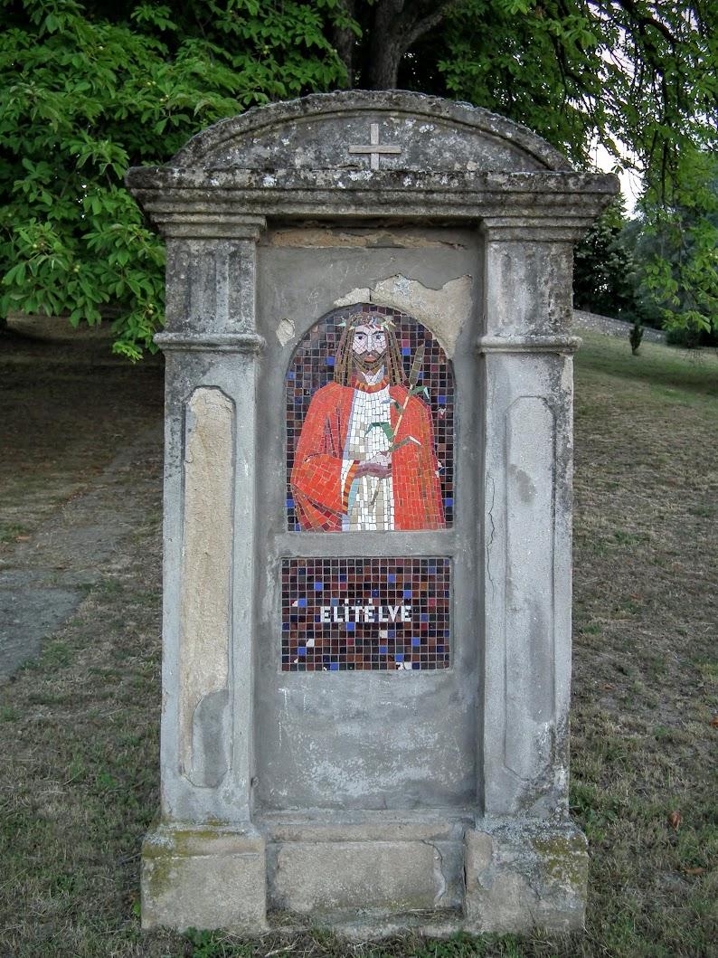 Pécsvárad - keresztút a templomkertben