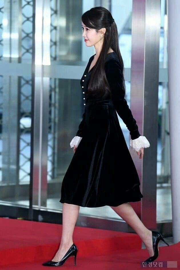 iu black dress 7